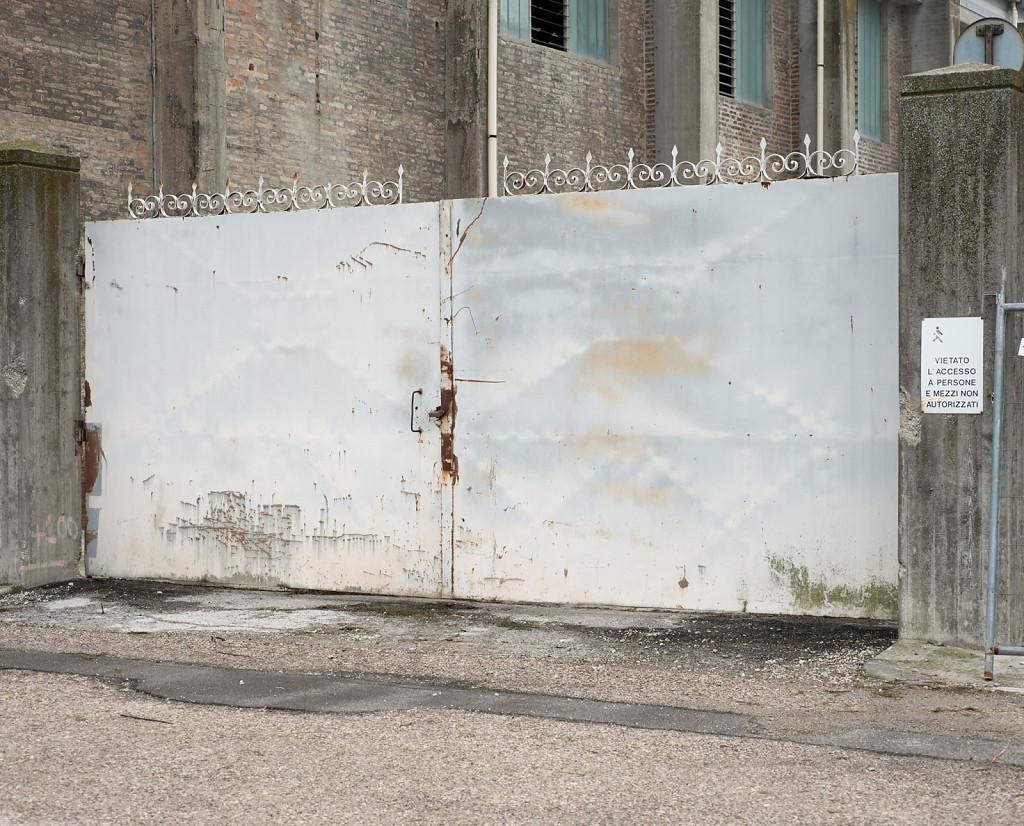 Silver Gate, 81,5 x 92 cm, 2015